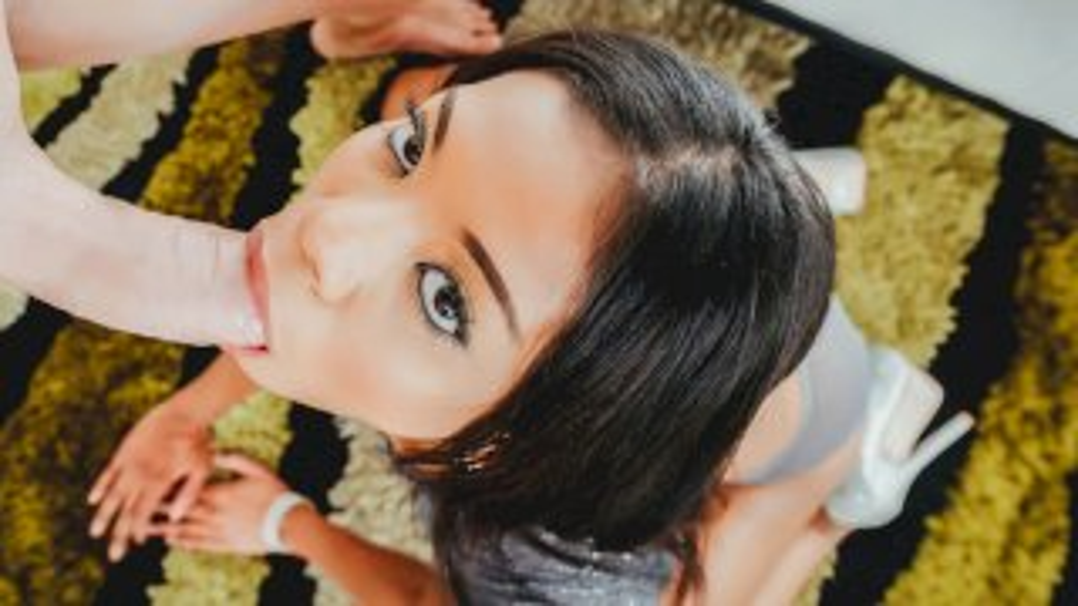 Nia Nacci's Face Is The Perfect Cum Dump - First Class POV